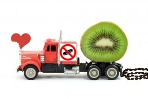 2812215-camion-de-juguete-que-representan-a-los-zumos-de-frutas-cisterna